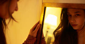 full-woman-looking-in-mirror